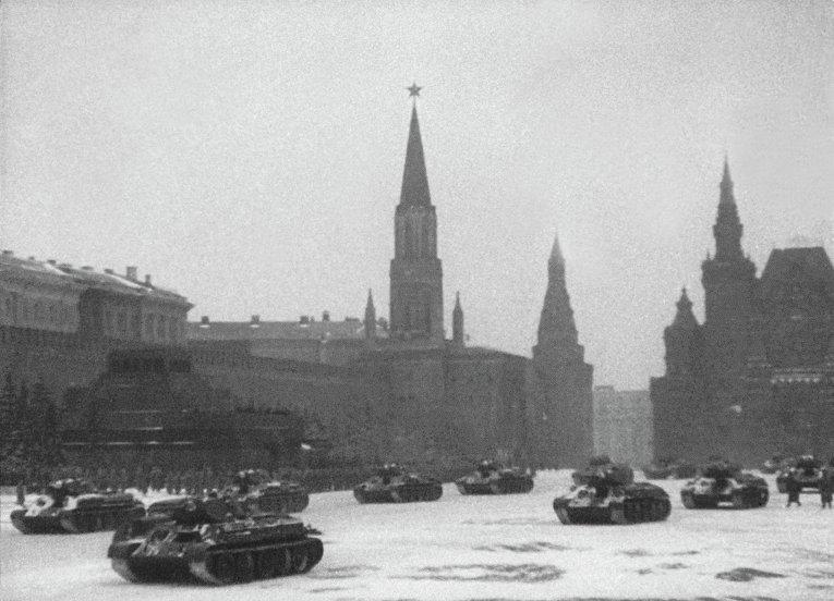 Военный парад на Красной площади в Москве 7 ноября 1941 года